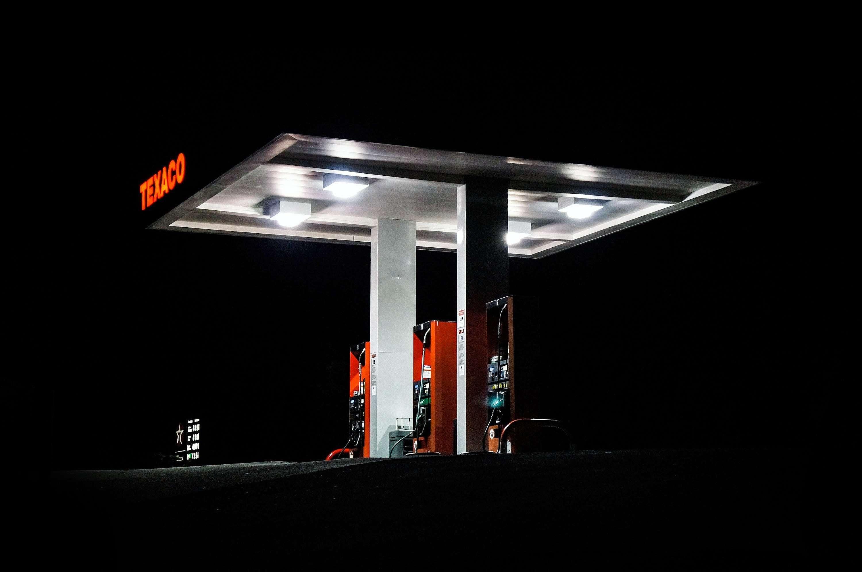 Frankrijk stelt accijnsverhoging brandstofprijzen uit